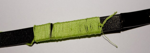 Tightly wrap the thread around the belt